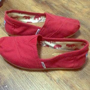 TOMS red women's 6 slipon shoe